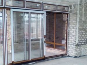 Раздвижные двери Рехау Генео в ламинации